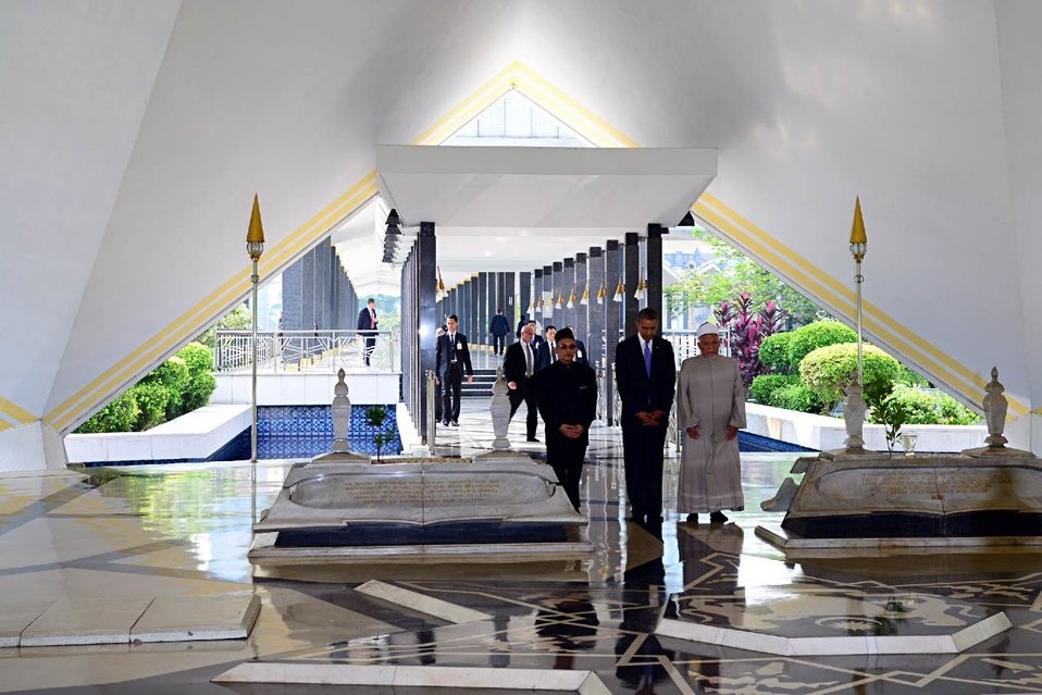 President Obama Visits the National Mosque of Malaysia