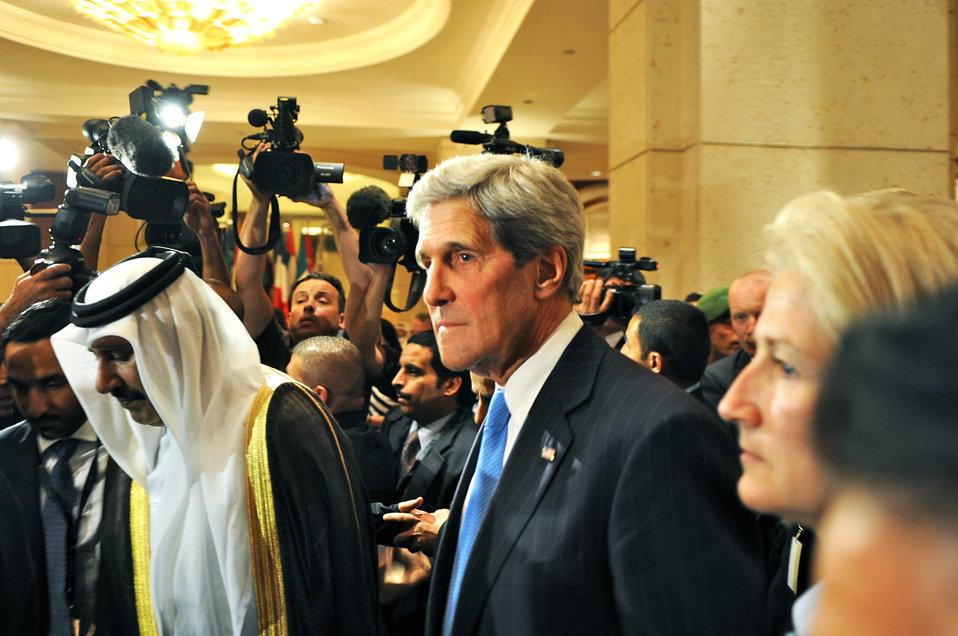 Secretary Kerry Walks Between Meetings at the London Eleven Plenary