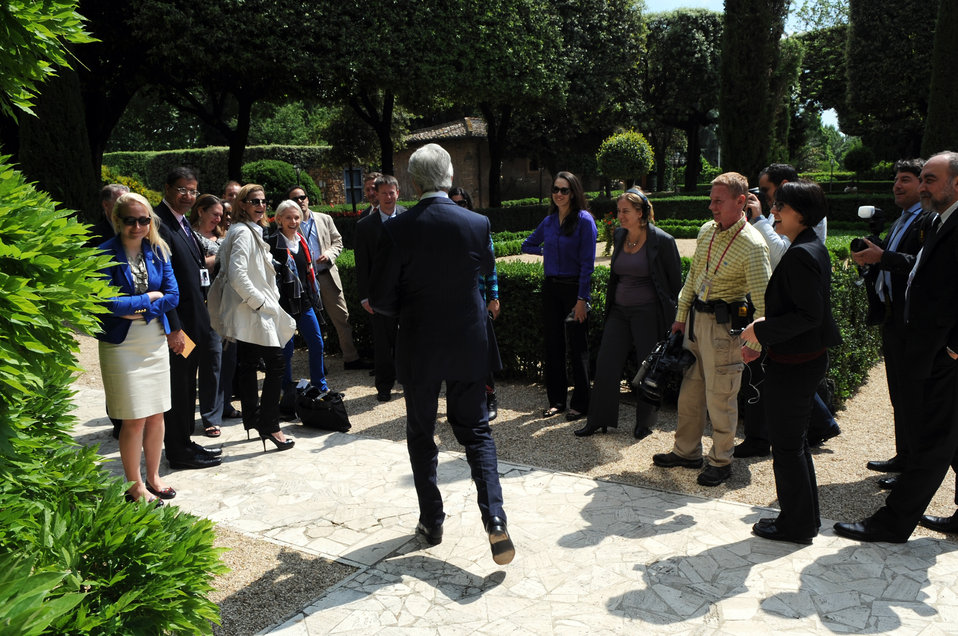 Secretary Kerry Surprises the Traveling Press Corps With Italian Cookies