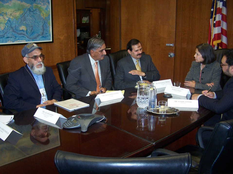 Under Secretary Otero Chairs a Working Group With Pakistani Water Experts