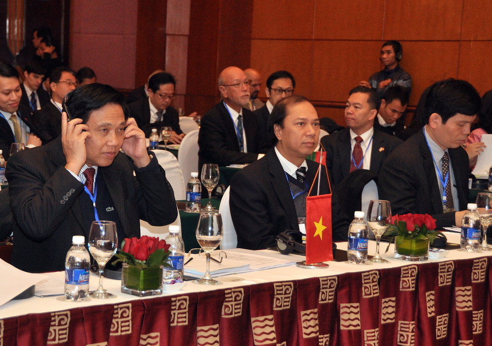 Vietnam's delegates to the LMI Infrastructure Best Practices Exchange