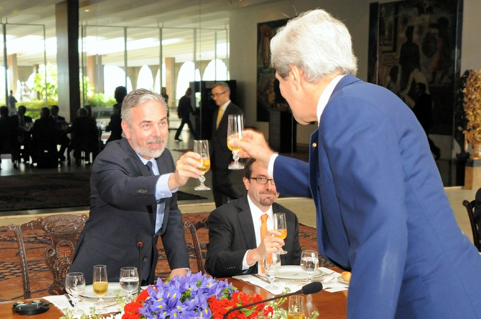 Secretary Kerry and Brazilian Foreign Minister Patriota Share a Toast