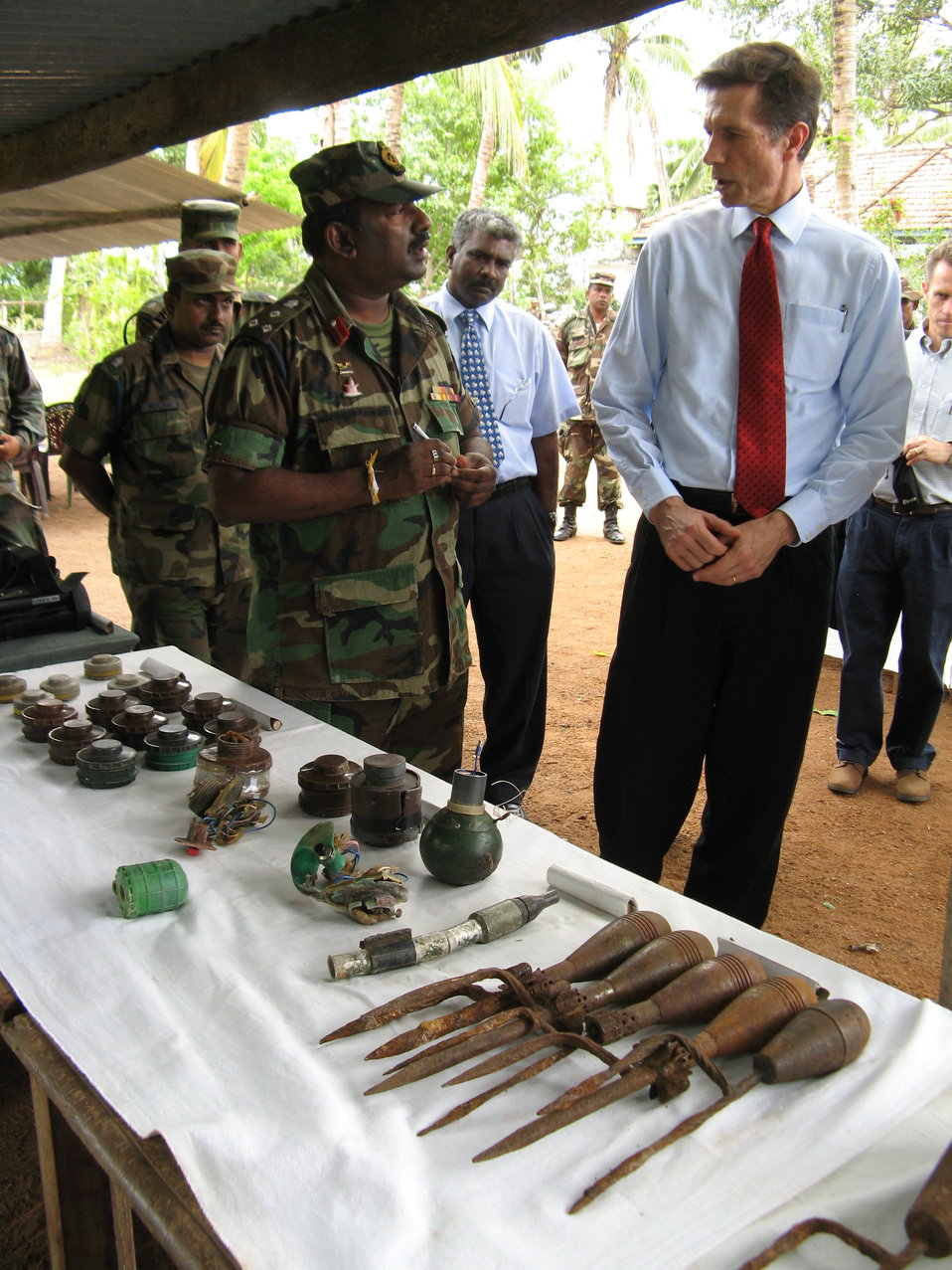 Assistant Secretary Blake Speaks With Sri Lankan Soldiers