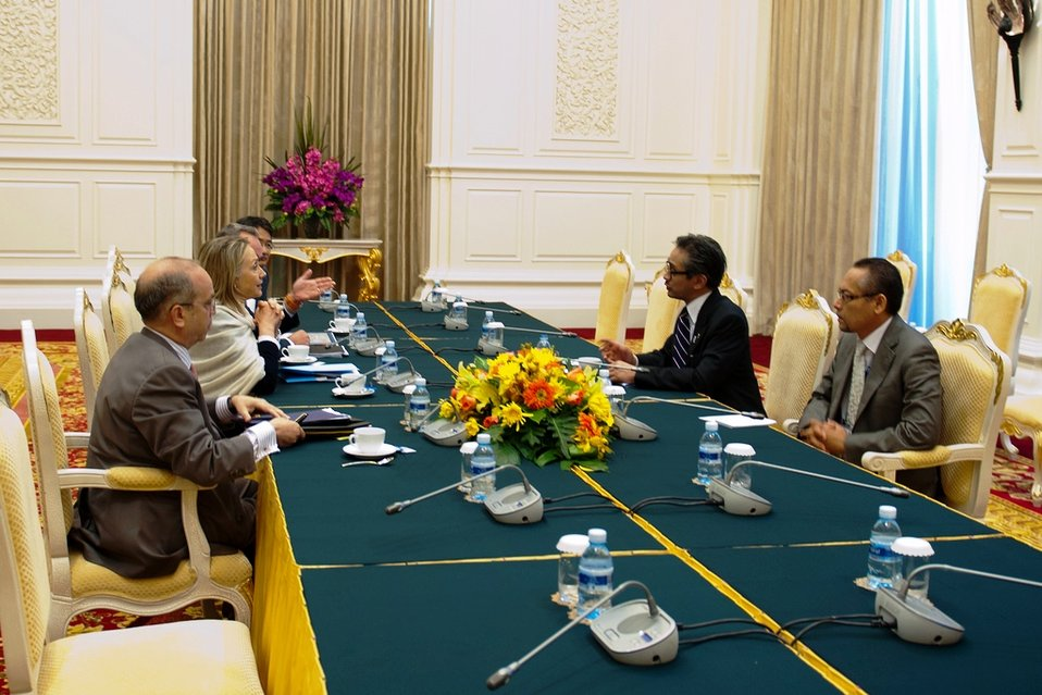 Secretary Clinton Meets With Indonesian Foreign Minister Natalegawa
