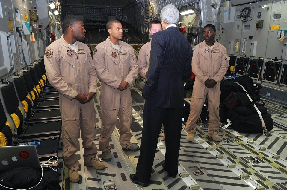 Secretary Kerry Chats With Crew Aboard C-17 Flying Him to South Sudan