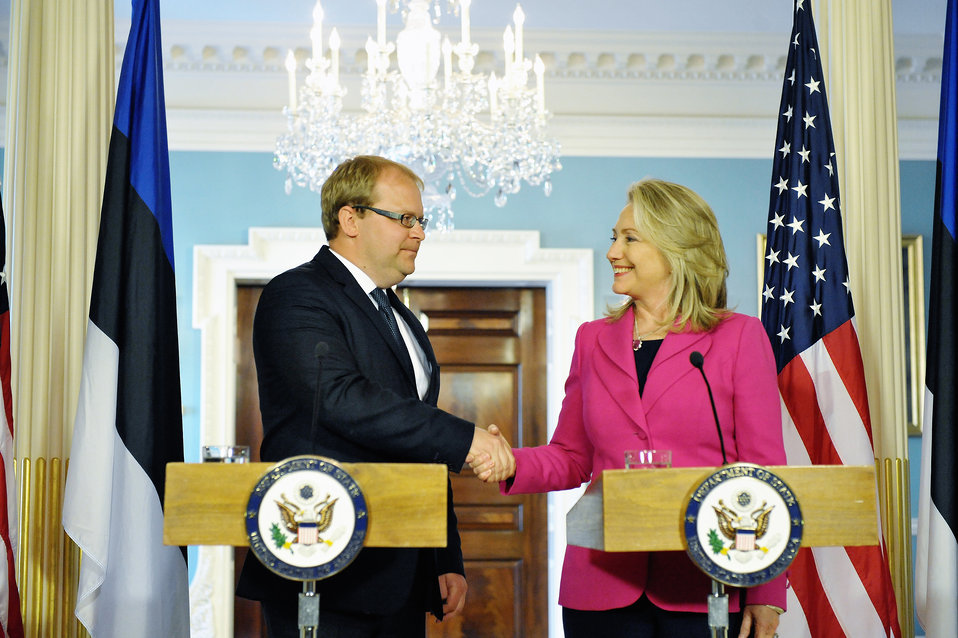 Secretary Clinton Meets With Estonian Foreign Minister Paet
