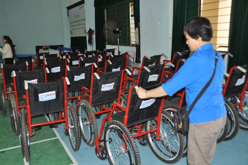 USAID supports delivery of wheelchairs to people with disabilities in Danang.