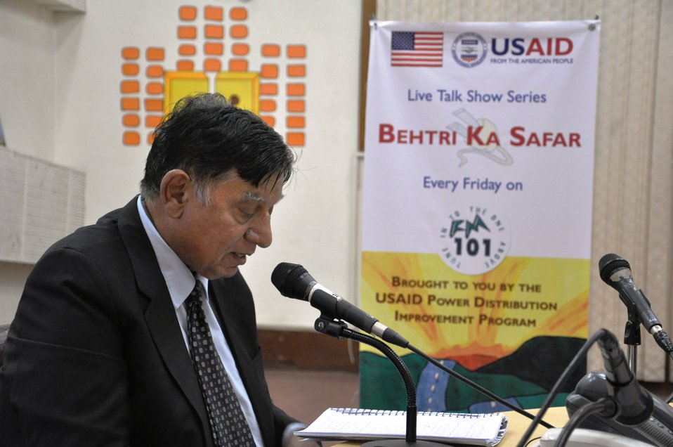 Dr. Zahir Fikri explaining Demand Side Management (DSM) in Episode 05 of Behtari Ka Safar on Oct 21, 2011