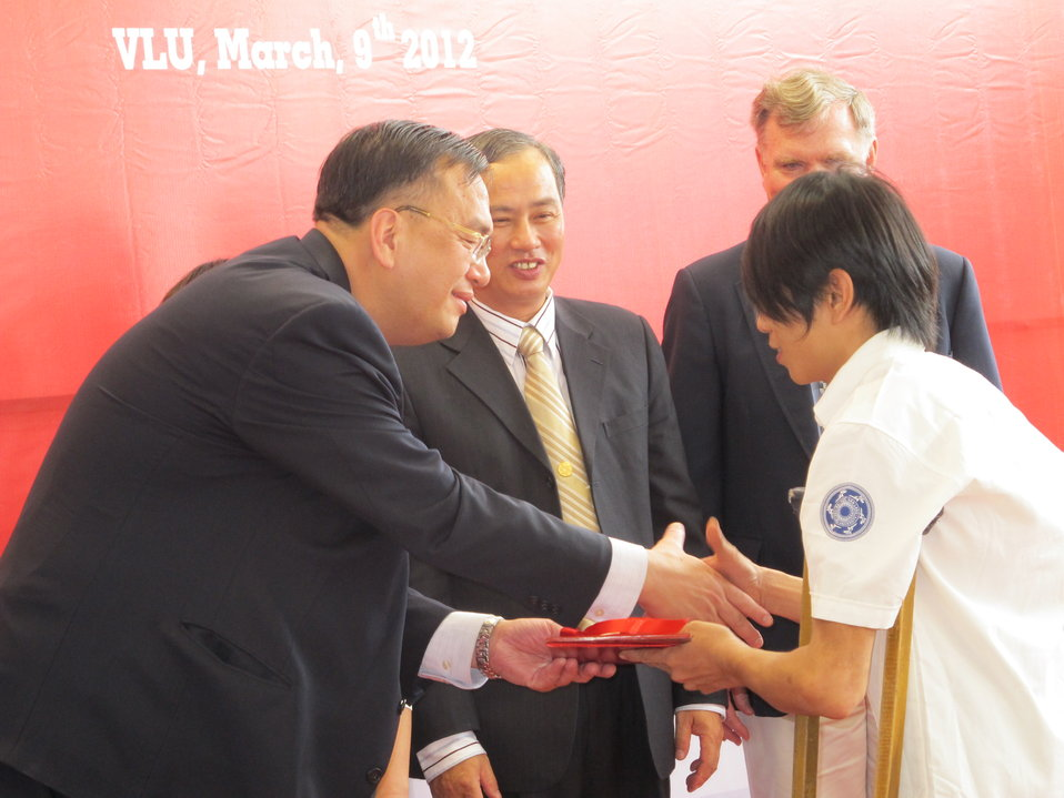 U.S. Counsel General Le Thanh An at the graduation ceremony for certificates in IT through a USAID-funded training program