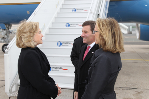Secretary Clinton Bids Farewell to Ambassador Rivkin and His Wife, Mrs. Tolson