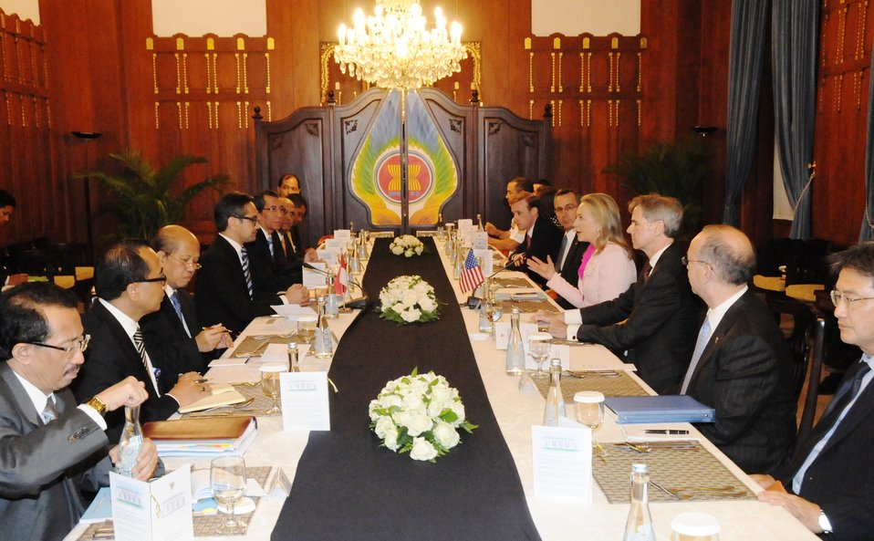 Secretary Clinton Meets With Senior Officials in Indonesia