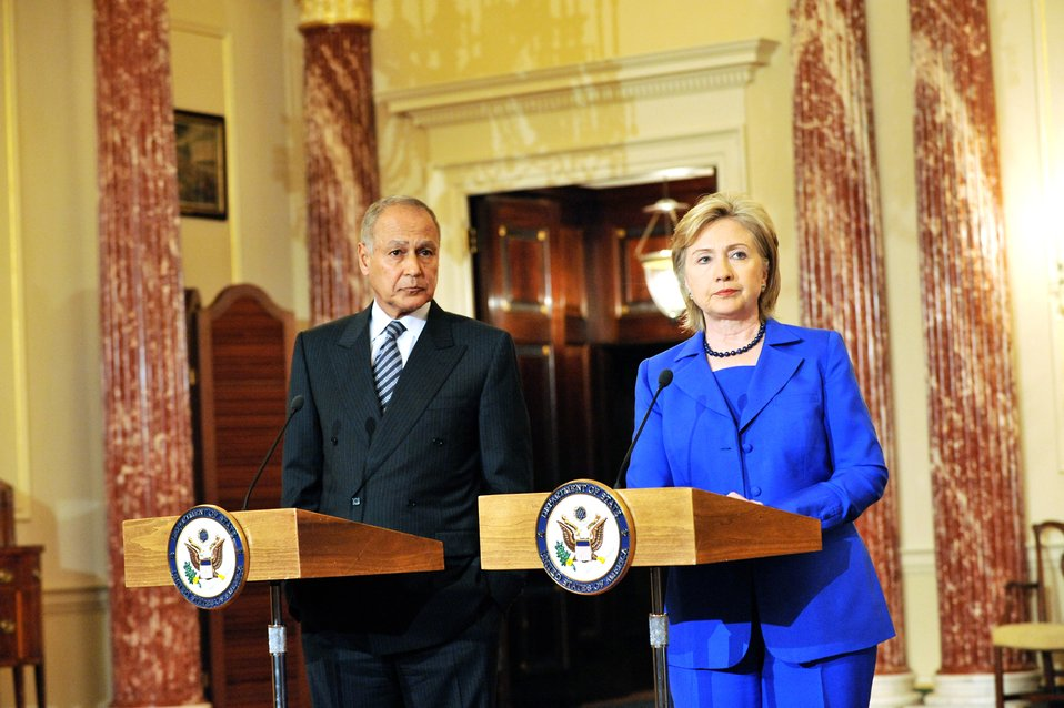 Secretary Clinton Meets With Egyptian Foreign Minister