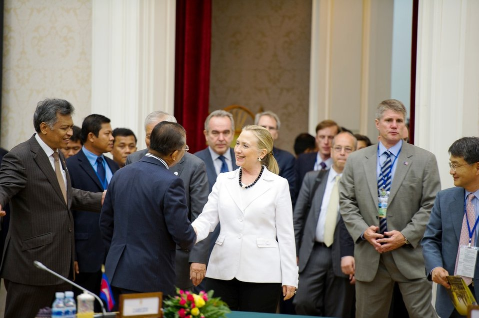 Secretary Clinton Shakes Hands With Philippines' Secretary of Foreign Affairs Albert Ferreros del Rosario