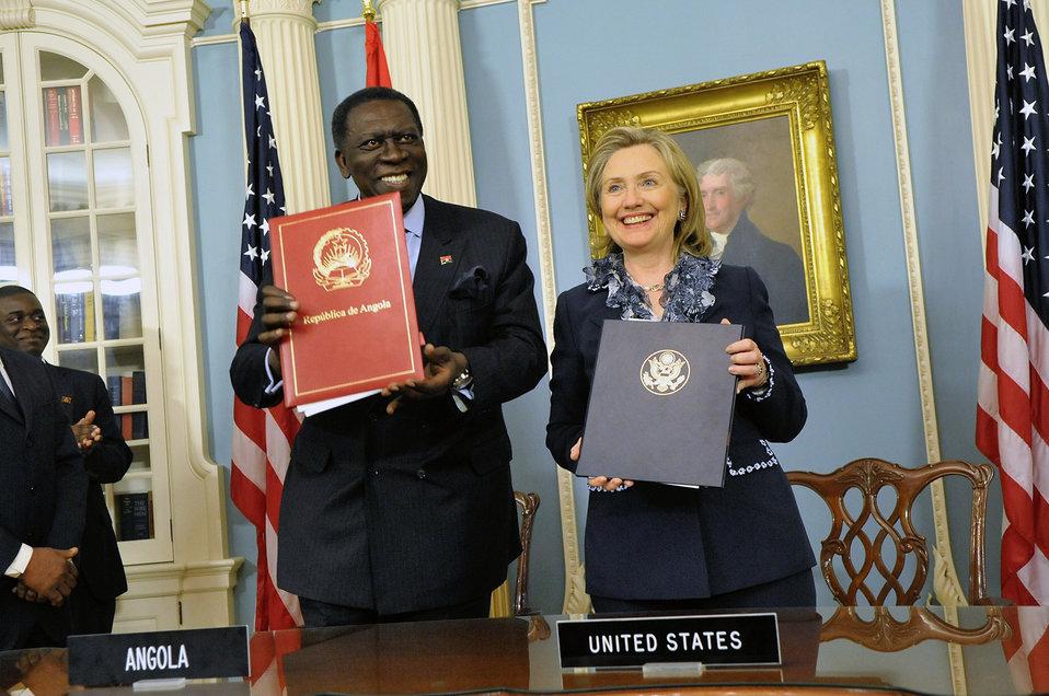 Secretary Clinton and Angolan Foreign Minister Asuncao Afonso dos Anjos Sign a Memorandum of Understanding