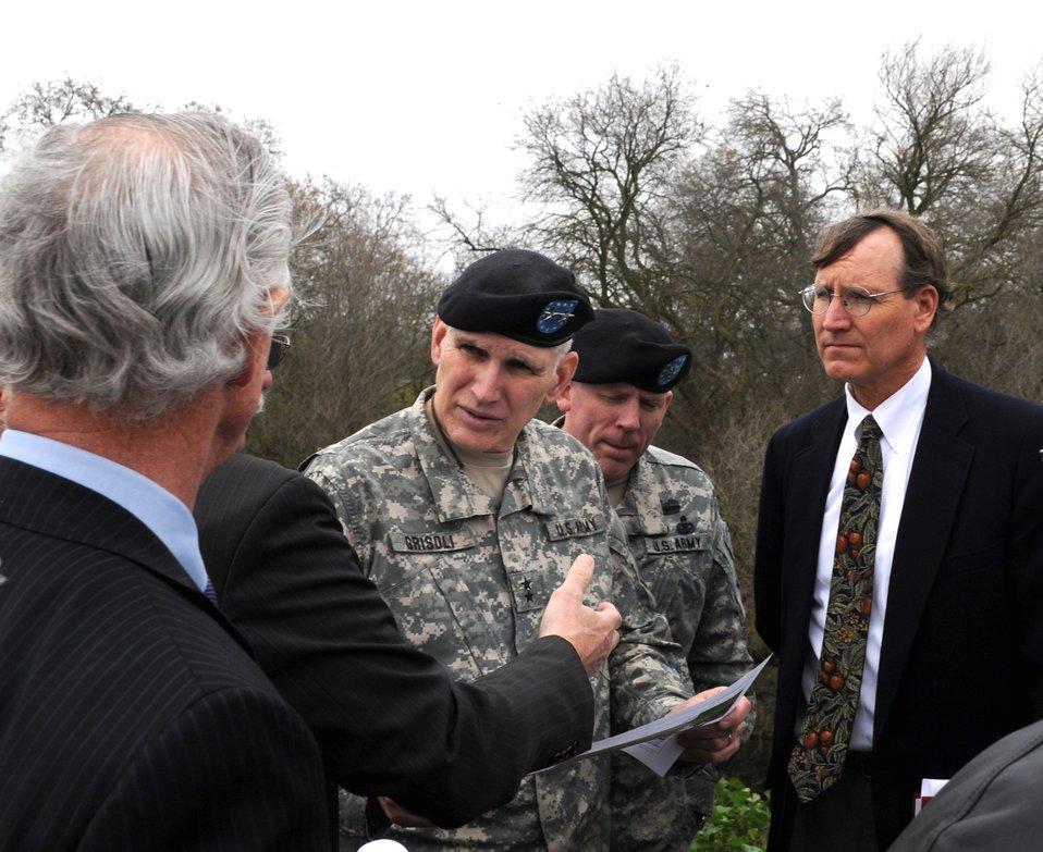 Maj. Gen. Grisoli tours Natomas levees