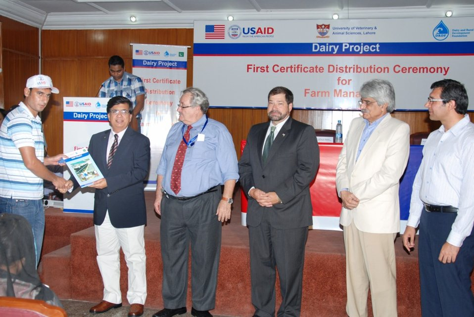 2 - VC UVAS Mr. Tallat Naseer Pasha awarding certificate to USAID Dairy Project-trained dairy farm managers