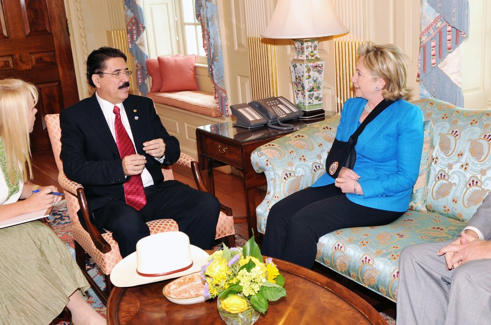 Secretary Clinton Meets With Honduran President
