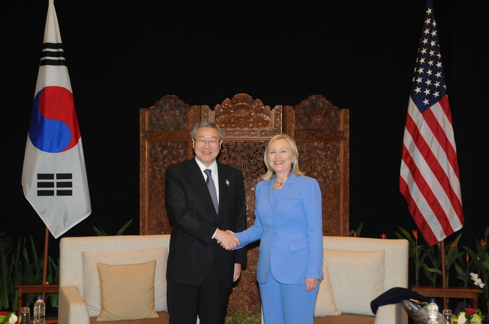 Secretary Clinton Meets With South Korean Foreign Minister Kim Sung-Hwan