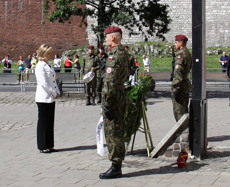 Secretary Clinton Lays a Wreath at Katyn Cross Memorial