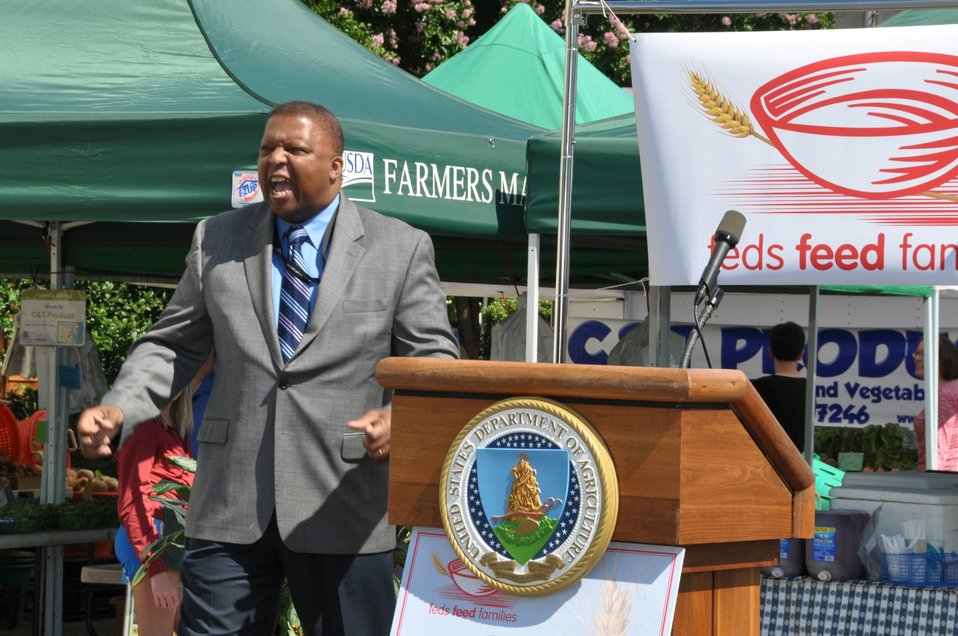 Keeler Motivates at Feds Feed Families Kick-Off