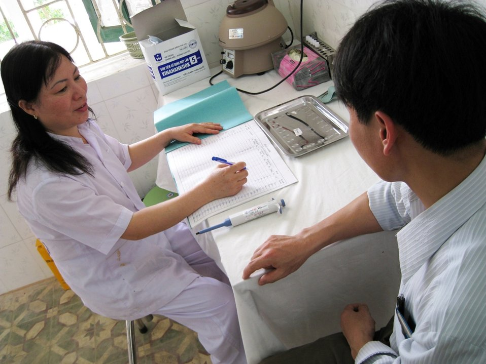 USAID supports health officials in HIV testing and counselling in Vietnam