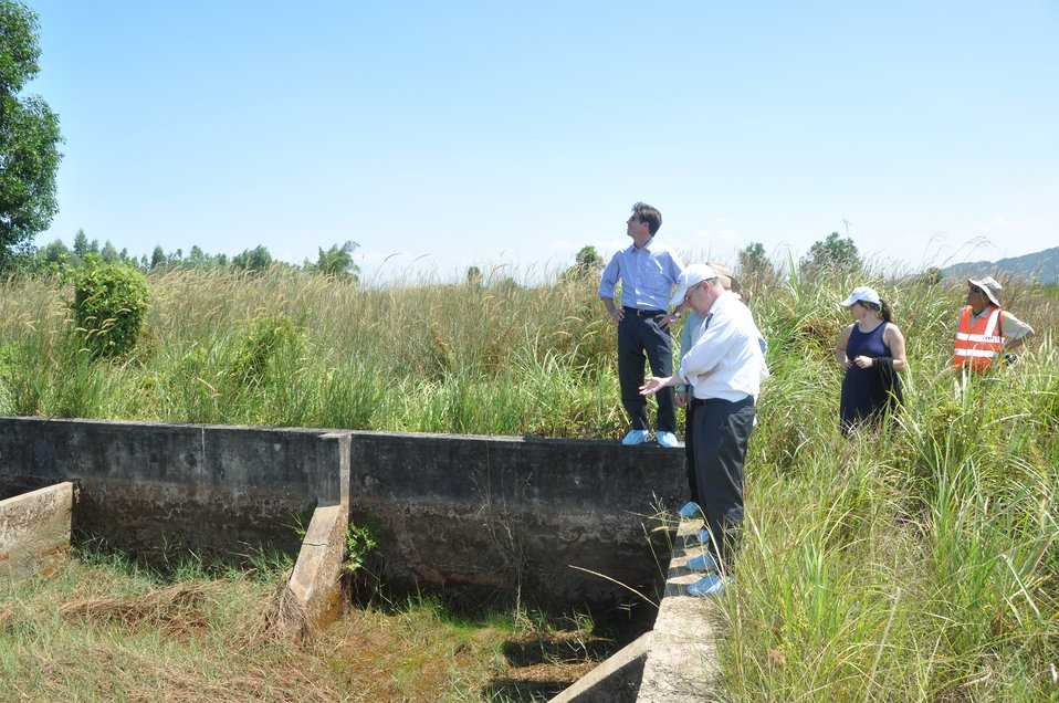 USAID Deputy Administrator Donald Steinberg and delegation visit Danang Airport