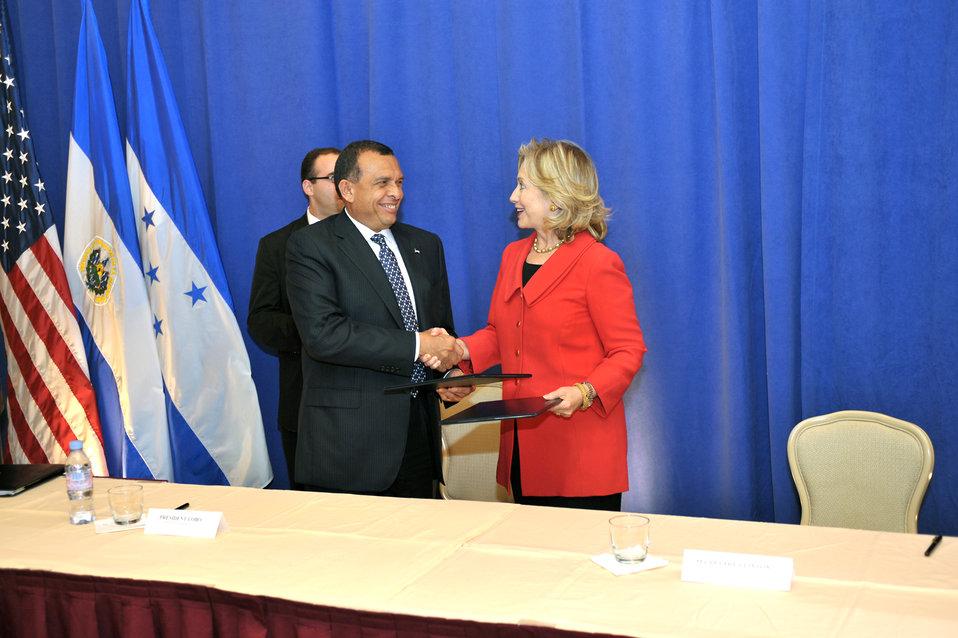 Secretary Clinton and Honduran President Lobo Shake Hands