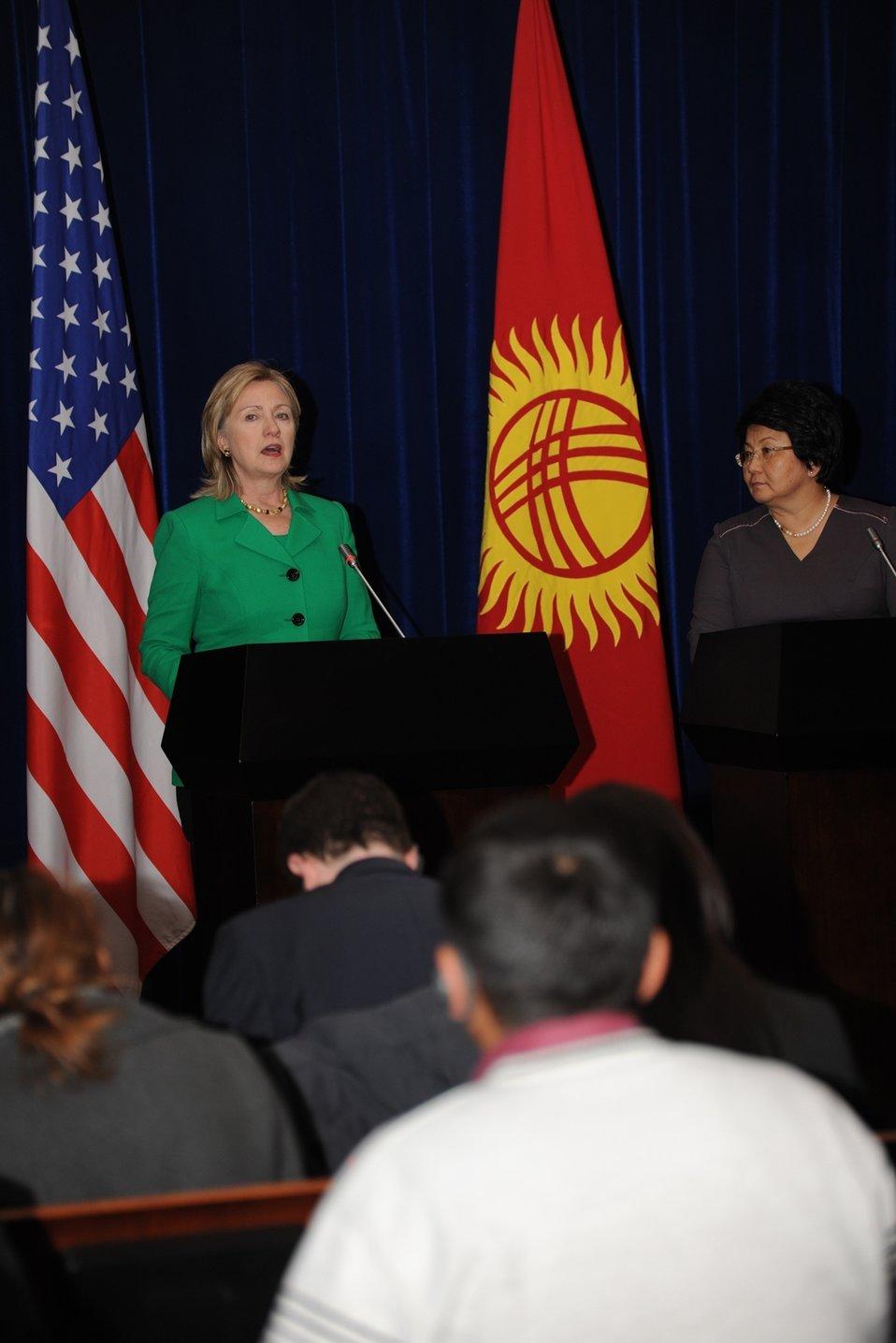 Secretary Clinton and Kyrgyz President Otunbaeva Hold a Press Conference
