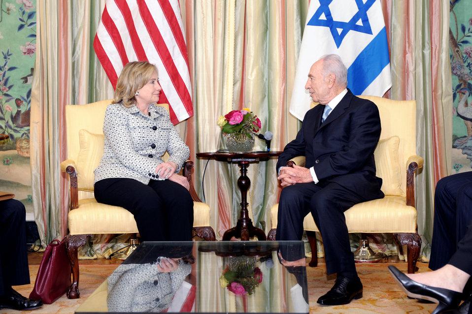 Secretary Clinton Meets With Israeli President Peres
