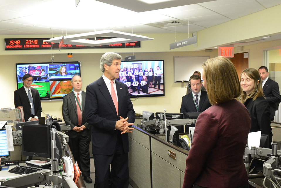 Secretary Kerry Tours the Ops Center
