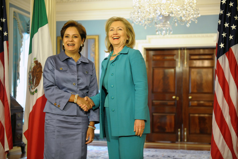 Secretary Clinton Shakes Hands With Mexican Foreign Minister Espinosa