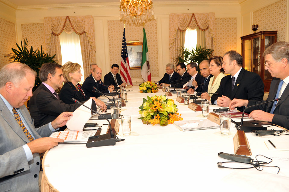 UNGA 2009: Secretary Clinton Meets With U.S.-Mexico High Level Group