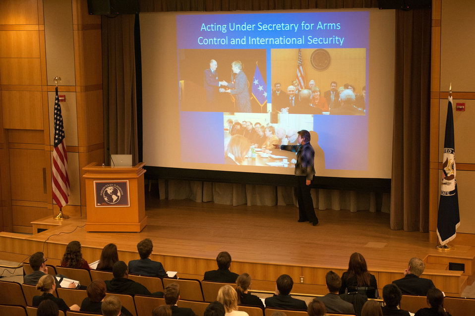 Acting Under Secretary Gottemoeller Participates in a Foreign Policy Classroom