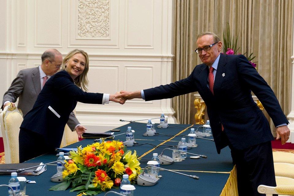 Secretary Clinton Meets With Australian Foreign Minister Carr
