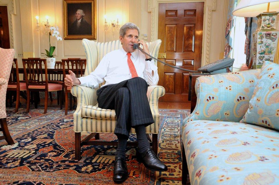 Secretary Kerry Speaks With UK Foreign Secretary Hague About Ukraine