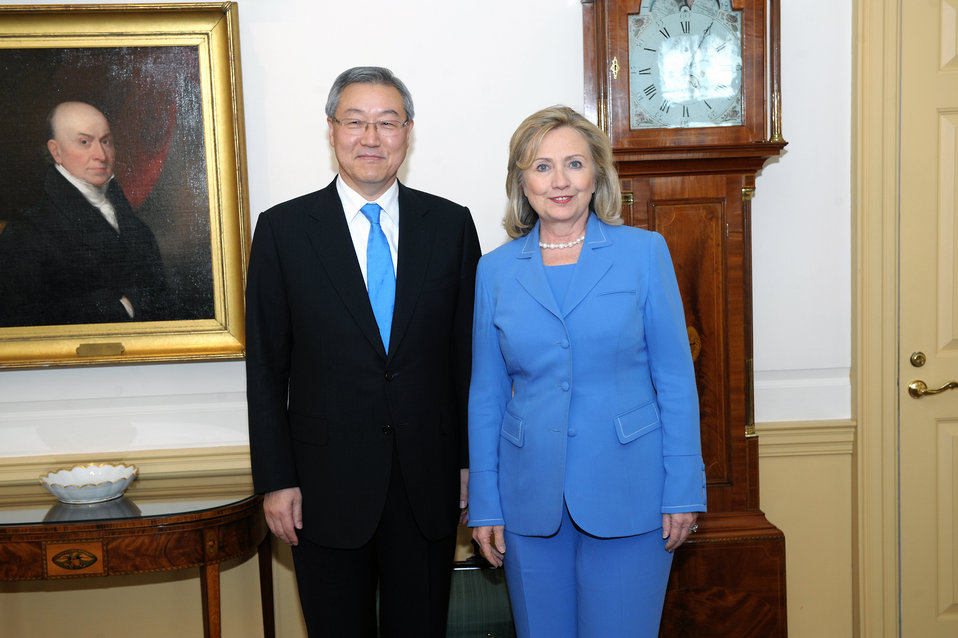 Secretary Clinton Meets With Korean Foreign Minister Kim Sung-Hwan