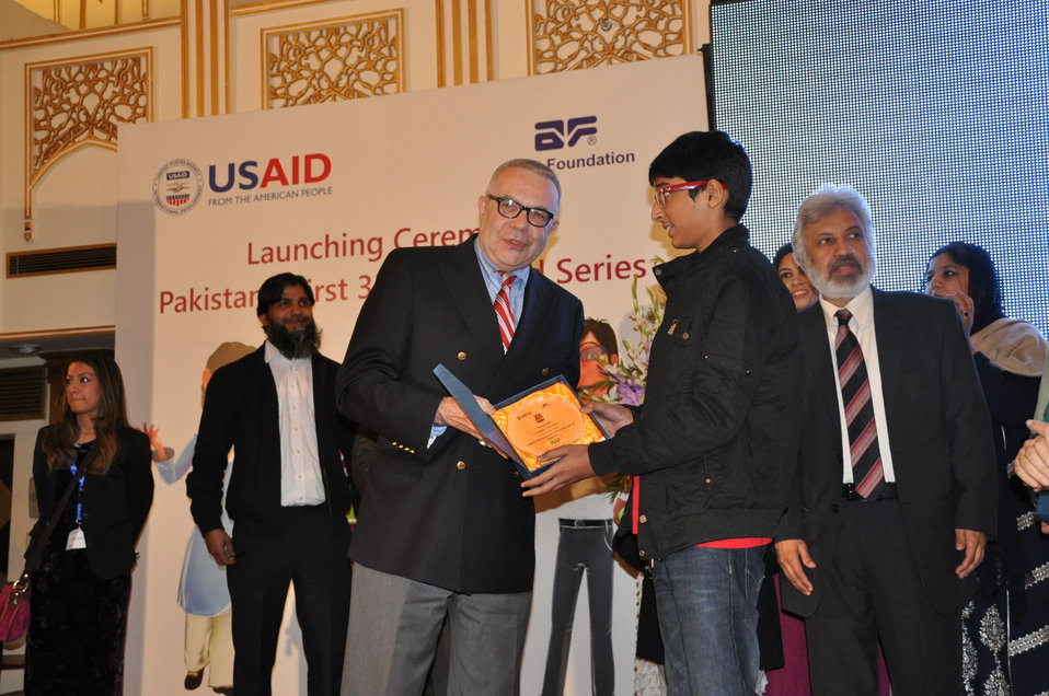 U.S. Deputy Chief of Mission Ambassador Richard Hoagland presenting memento to an attendee