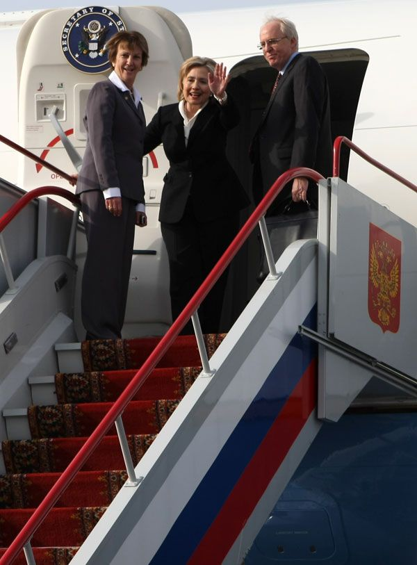 Secretary Clinton Waves Goodbye to Moscow