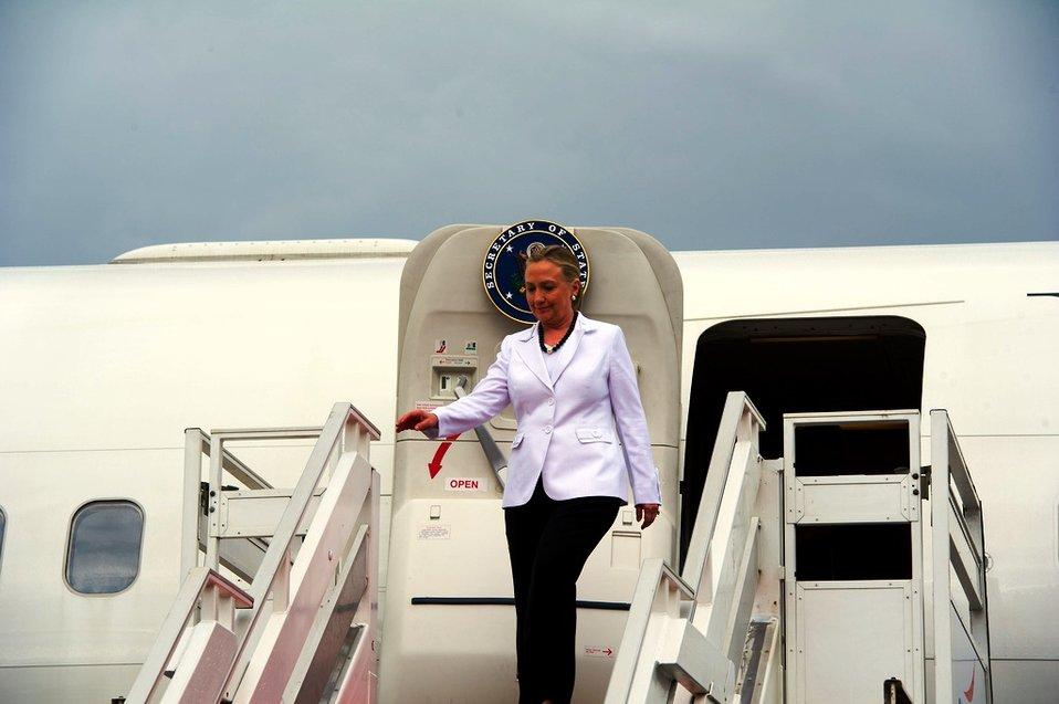 Secretary Clinton Arrives in Phnom Penh for ASEAN-Related Meetings