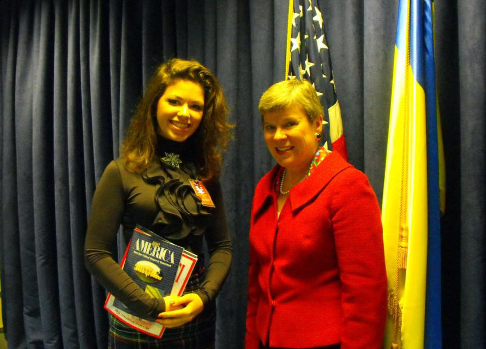 Assistant Secretary Gottemoeller Poses for a Photo With a Student
