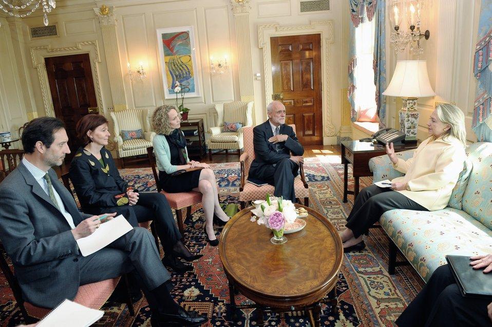 Secretary Clinton Meets With Dr. Kellenberger