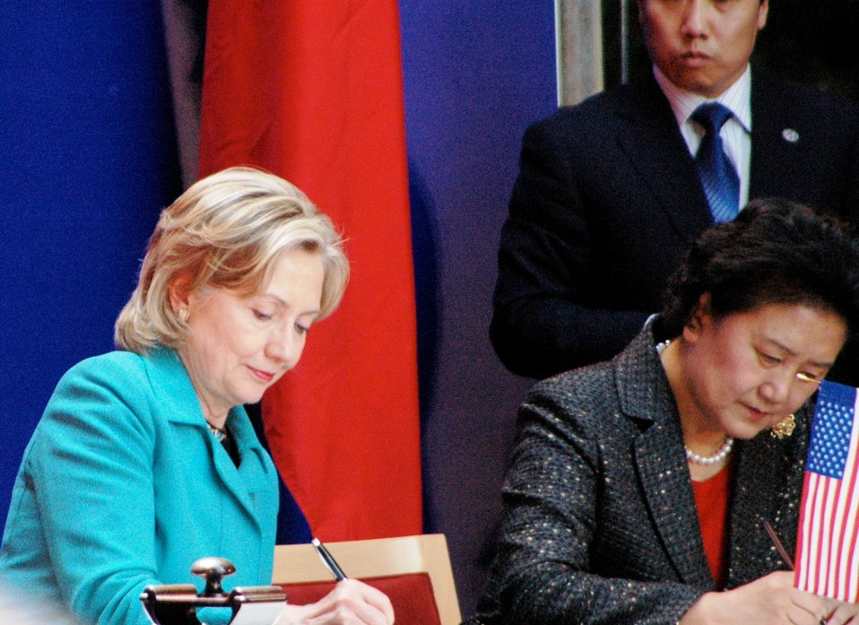 Secretary Clinton and Chinese State Councilor Liu Yandong Sign Agreement