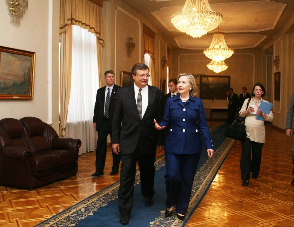 Secretary Clinton Meets With Ukrainian Foreign Minister