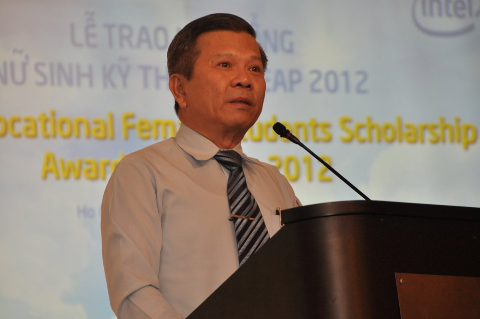 Mr. Nguyen Thanh Hiep, Director of Vocational Training, Ho Chi Minh Department of Labor, Invalids and Social Affairs, addresses the  Female Student Scholarship Ceremony