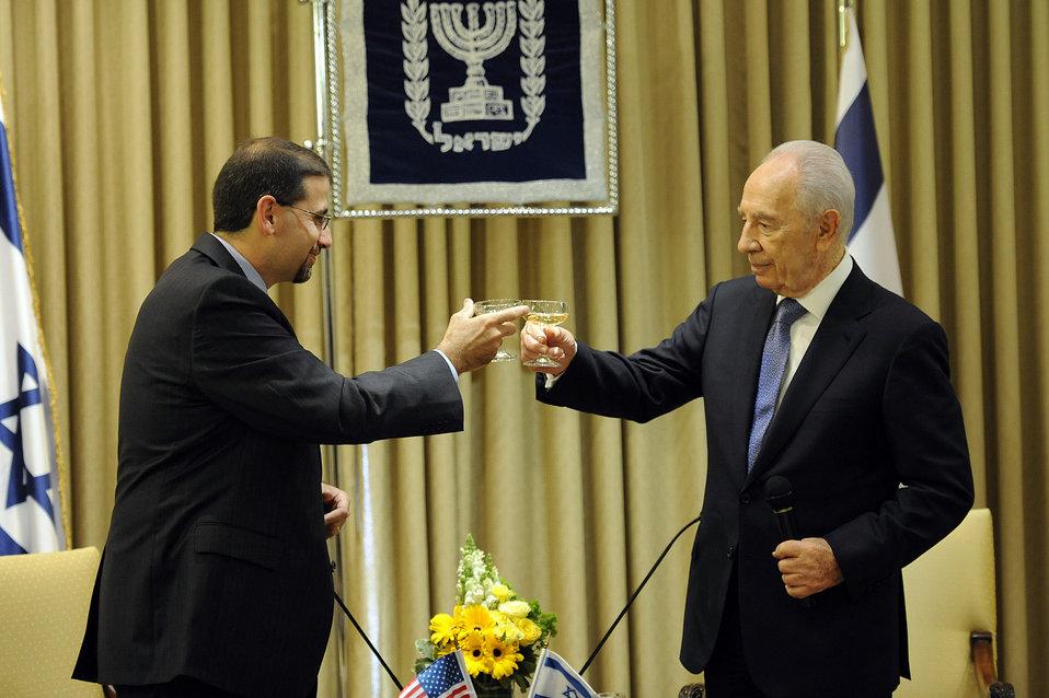 Ambassador Shapiro Meets With Israeili President Peres
