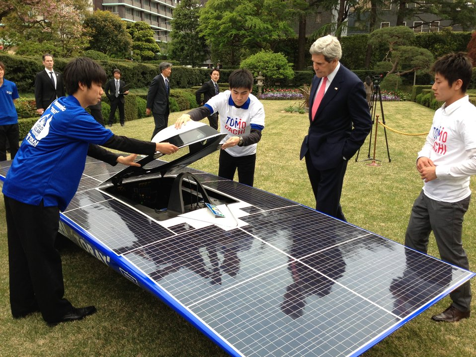 Secretary Kerry Admires Solar-Powered Car Built by TOMODACHI Initiative Youth Engagement Program