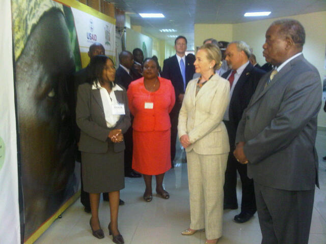 Secretary Clinton and Ambassador Goosby Tour a Hospital in Lusaka