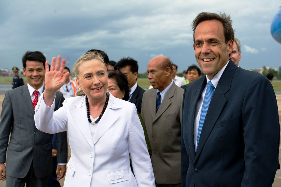 Secretary Clinton Waves Upon Arriving in Phnom Penh