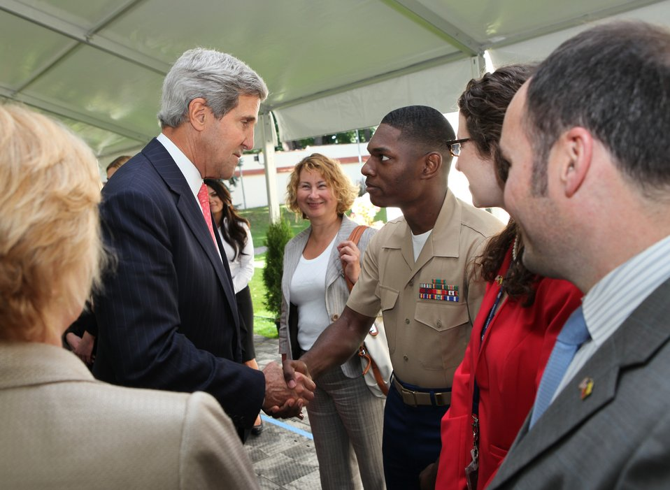 Secretary Kerry Greets Staff of Embassy Vilnius