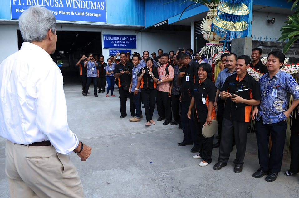 Secretary Kerry Greets Fish Processors at Benoa Port in Indonesia